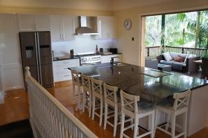 Brisbane Kitchens-Striking Stone Island