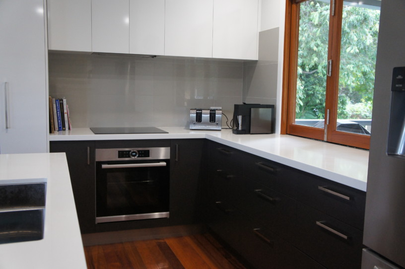 Gloss Tiled Splashback - Kitchens Brisbane