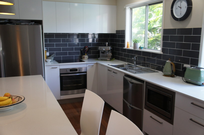 Brisbane Kitchens-Grey Subway Tiles
